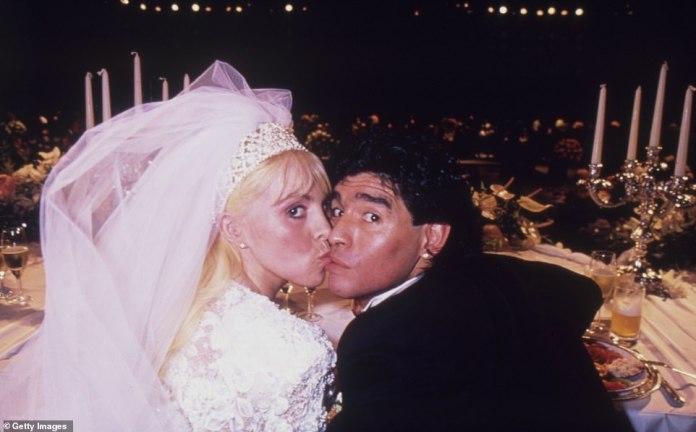 Diego Maradona kisses Claudia Villafane during their wedding at Luna Park Stadium on November 07, 1989 in Buenos Aires, Argentina