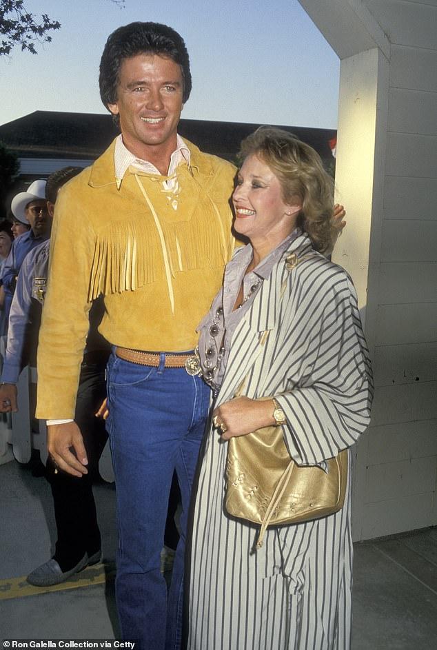 Cómo eran: Duffy y su esposa Carlyn Rosser asisten a la Quinta Entrega Anual de la Bota de Oro en 1987