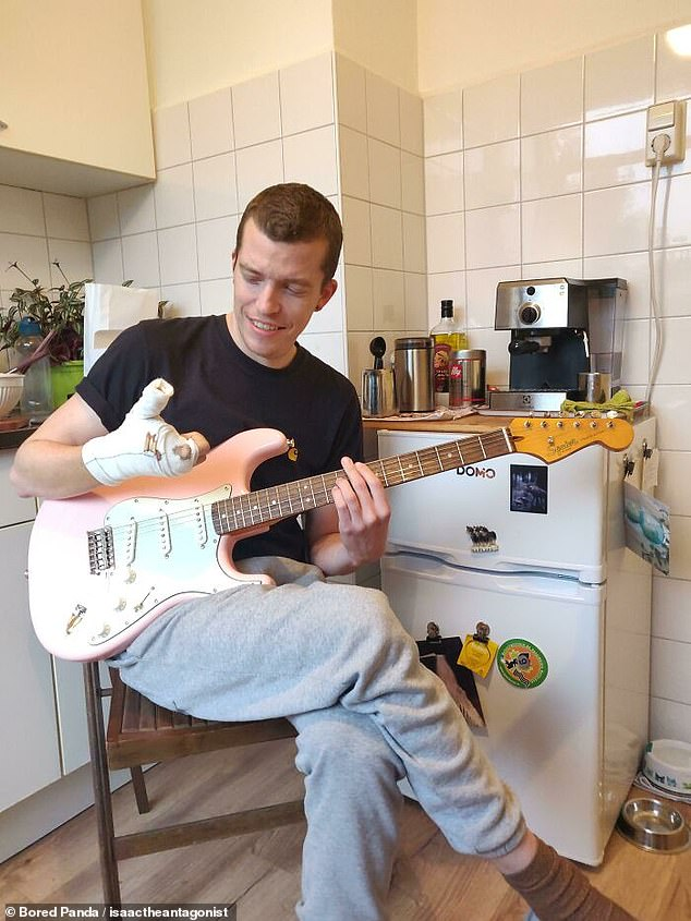 Oh, the irony! A very unlucky man from Europe revealed he cut two of his fingers on the same day his brand new guitar was delivered
