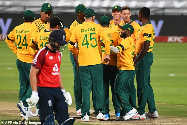 South African teammates celebrate the dismissal of England's Dawid Malan