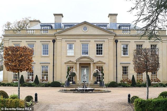 Gerade erst angefangen: Die Prominenten kamen Anfang dieser Woche in der 30 Millionen Pfund teuren Landvilla in Sussex an, um mit den Dreharbeiten für die neue Staffel zu beginnen, die 2021 ausgestrahlt werden soll