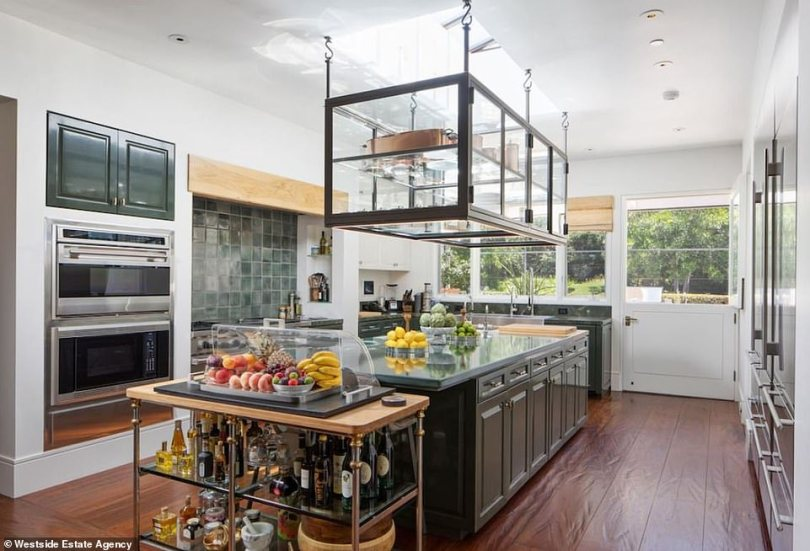 A good place to bake cookies:The kitchen is perfect for a master chef who needs to whip up a gourmet meal for 20. The feel is airy with high ceilings and there are all the best appliances with two ovens and plenty of ranges