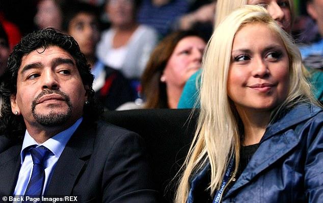 Maradona teilte Sohn Dieguito Fernando mit seiner ehemaligen langjährigen Freundin Veronica Ojeda, die 2010 zusammen abgebildet wurde