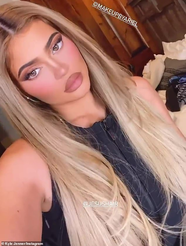 The look:Letting her luxurious hair down, the lip kit sensation accentuated her unmistakable features with heavy makeup