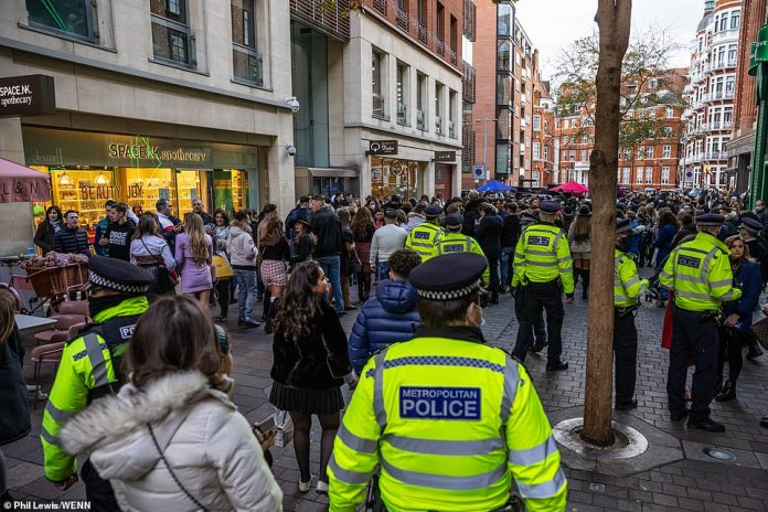 Metropolitan police were called to the scene and the crowd has since dispersed.  Of the four arrests made, two were for brawl, one for violation of Covid regulations and another for breach of public order and violation of Covid regulations.