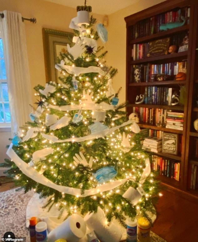 Roll on Christmas! The trend appears to have crossed the pond with one user in New York showing off their tissue tree