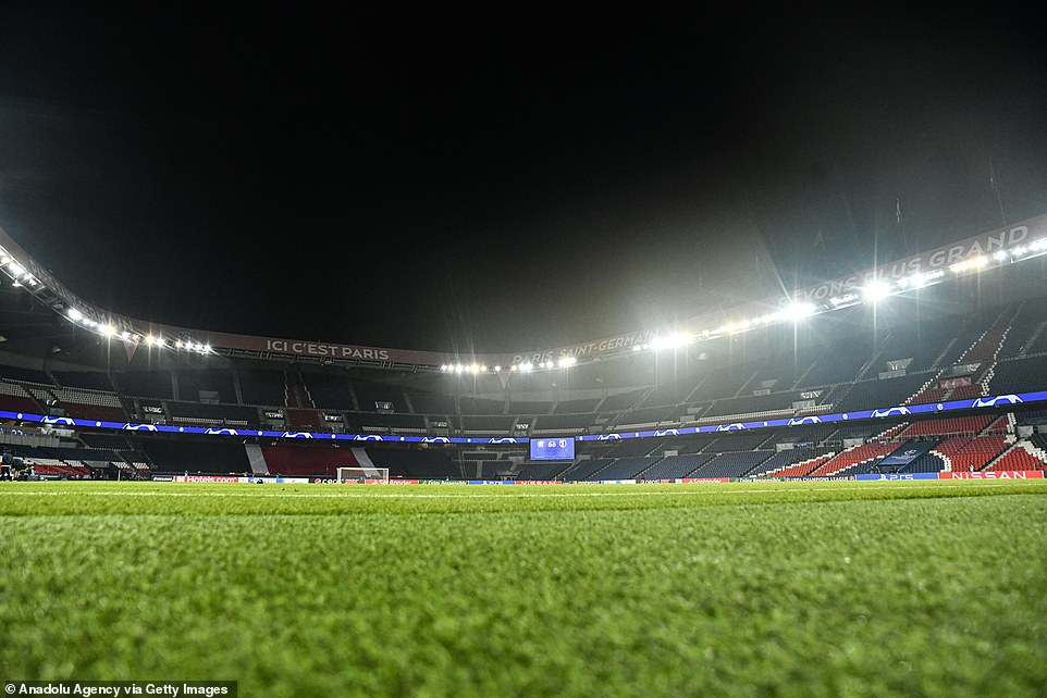 The Parc des Princes sits empty with both sets of players having returned to the dressing room