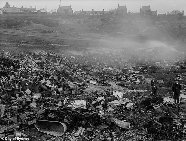 Rubbish and waste were all burnt in attempts to rid Sydney of the plague (pictured in 1922)