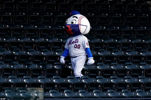 Not taking any chances, Mr. Met continued to wear a face mask despite the fact that fans were banned from Citi Field in 2020