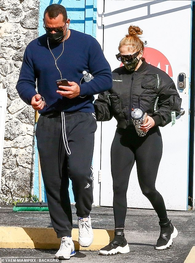 Jennifer Lopez and A-Rod hit the gym instead of sleeping in