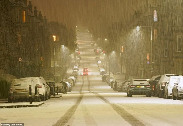 Heavy snow falls in Edinburgh early this morning as the severe weather brought dangerous conditions to the roads