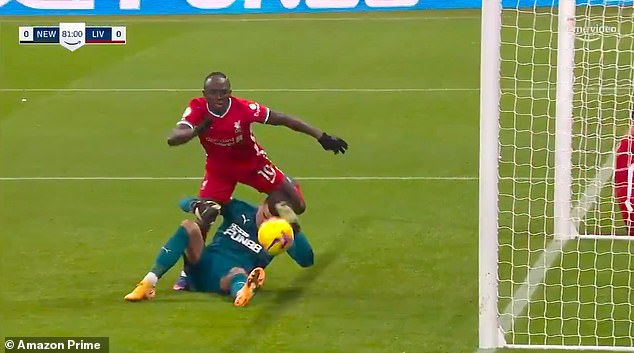 Mane tries to climb on Darlow to reach for the ball but the keeper does about enough