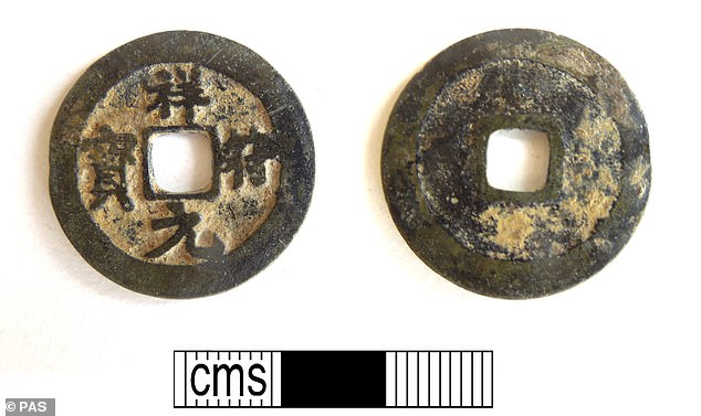 TheChinese copper-alloy coin of the Song dynasty, issued during the reign of the Dazhong Xiangfu reign period (1008-1016) of Emperor Zhenzong. The coin has a central square perforation and the reverse (right) has no marks or inscription