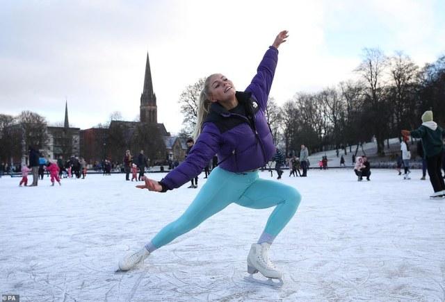 Yesterday ice skaters took to a frozen pond in Queen's Park in Glasgow to show their skills
