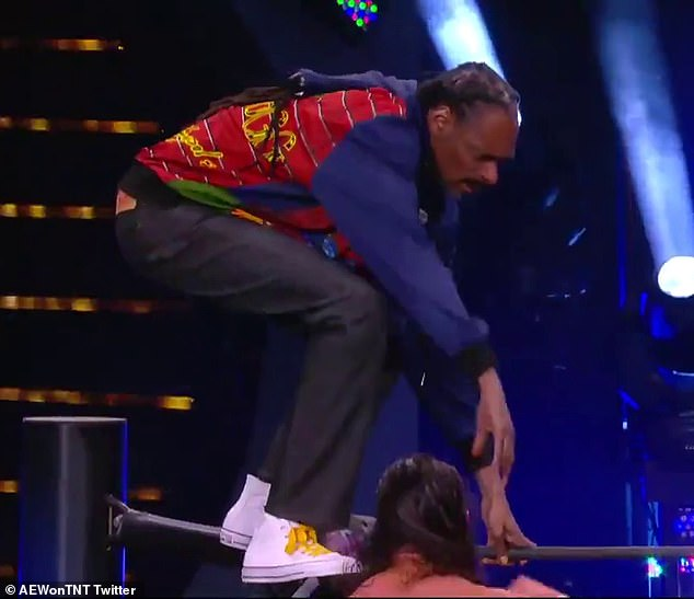 Snoop Dogg jumps off the top rope in cameo with AEW Wrestling managing star Cody Rhodes