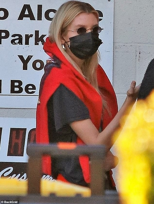 Stella Maxwell demonstrates her pandemic-era tracksuit chic as she picnics in park with pal