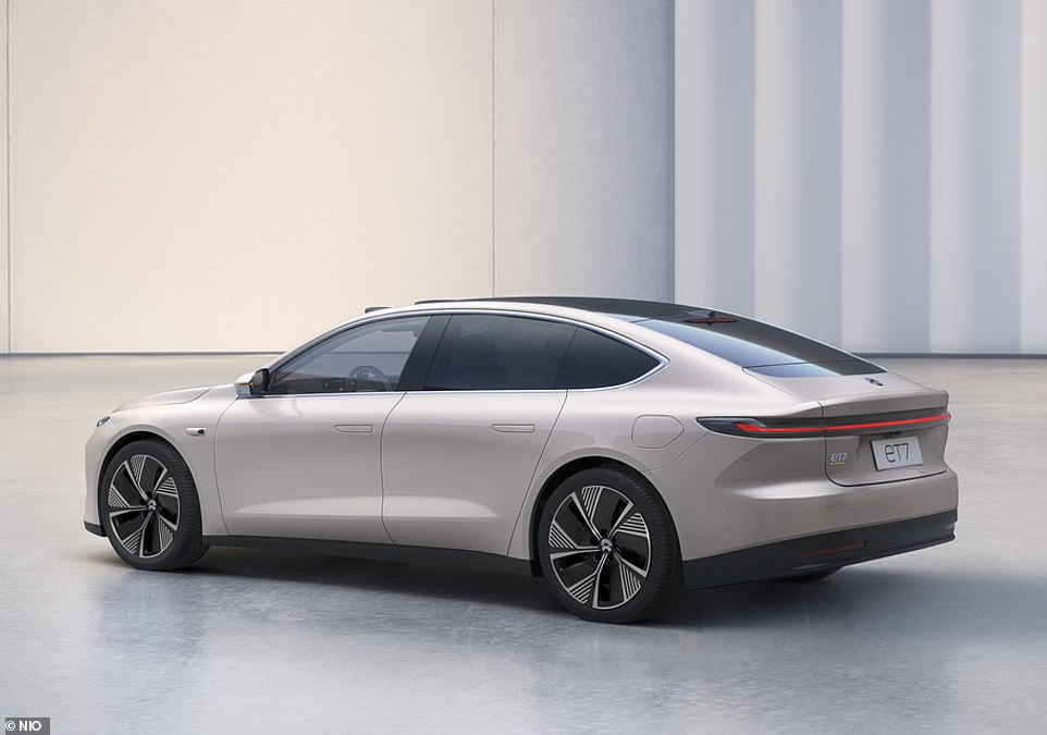 As for driving performance, the flagship ET7 uses a 180kW motor at the front axle and a 300kW electric motor at the rear, which together produce a combined 644bhp - more than a Lamborghini Huracan Evo but much less than the Tesla Model S Plaid's 1,100bhp claim