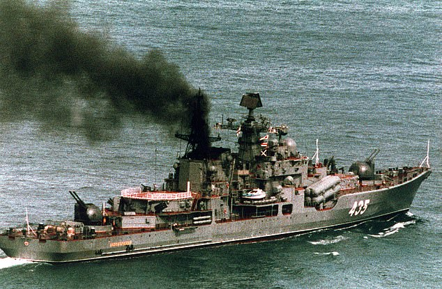 A former Russian Navy commander has stolen two 13-ton bronze propellers from a decommissionedSovremenny class destroyer