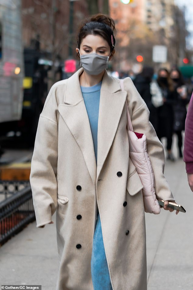 Mandatory:Selena made sure to protect herself and others from the coronavirus by wearing a grey cloth face mask