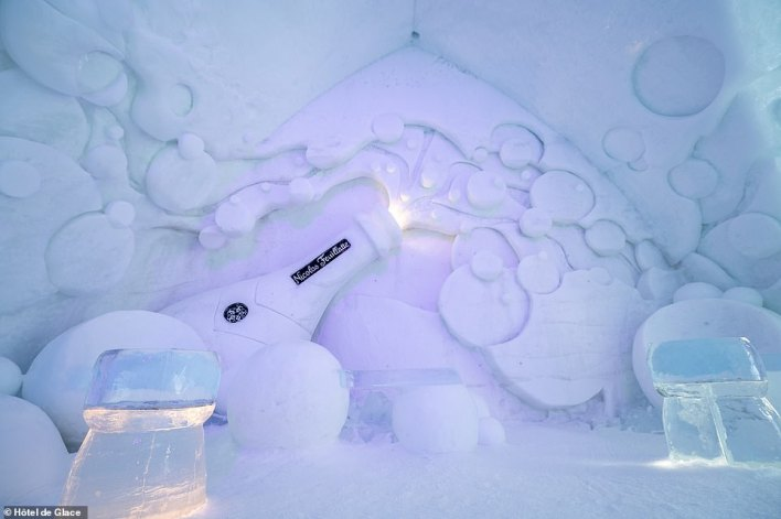 According toHôtel de Glace, the '2021 edition is a real eye-catcher and makes you want, more than ever, to enjoy winter with your family'