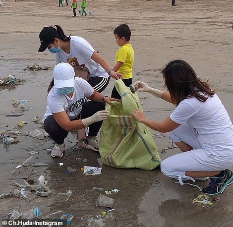 Locals are assisting authorities efforts to clean Bali's beaches