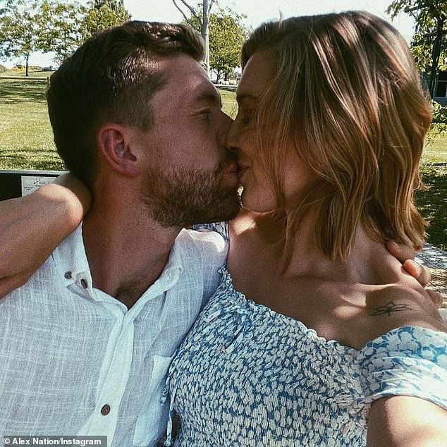 Maternidad: el nuevo bebé será el segundo hijo de Alex, pero el primero con su novio Carson, con quien comenzó a salir en algún momento del año pasado.