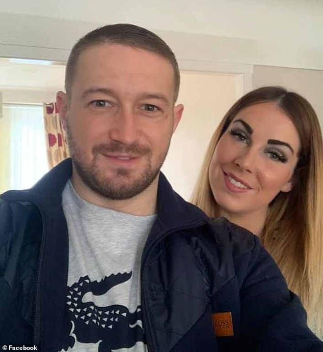 Darren Pallister, 27 ans et sa fiancée Jessica Mason, également 27 ans, ont déclaré qu'ils sentaient `` il y avait quelque chose là-bas '' chez eux à Aintree, Merseyside