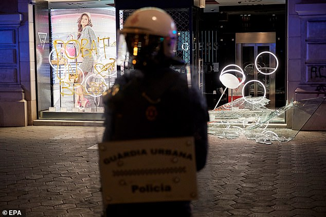 Shops in Barcelona's city centre once again fell prey to vandals who smashed their windows, while some protesters set up barricades on the city's Las Ramblas boulevard