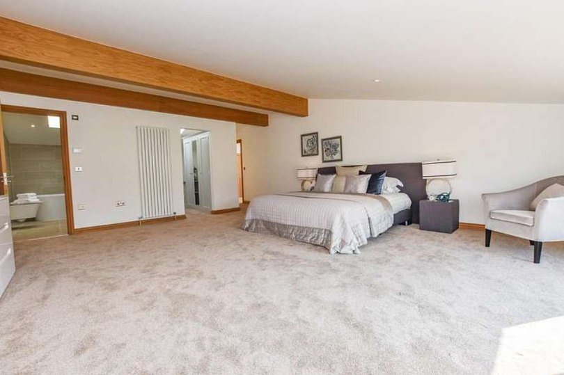 Plenty of space!The rooms are all designed with a neutral colour scheme, with predominantly plain white walls and carpets, and three of the other bedrooms also have their own bathrooms