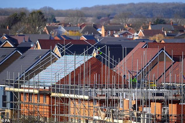 Las acciones de la construcción de viviendas aumentaron tras los informes de que el Canciller ofrecerá no solo una extensión de las vacaciones del impuesto de timbre, sino también un esquema de garantía hipotecaria.