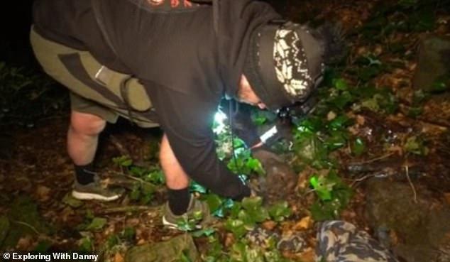 Les images graphiques, publiées sur la chaîne Youtube de la paire, montrent les `` explorateurs urbains '' éponymes trébuchant sur les restes dans une zone boisée près de Bolton, dans le Grand Manchester.