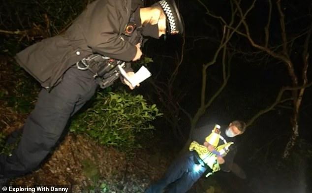 La police du Grand Manchester a confirmé hier soir que le crâne était celui d'un humain.  Les détectives disent que des enquêtes sont en cours pour déterminer comment le crâne est apparu dans la région.