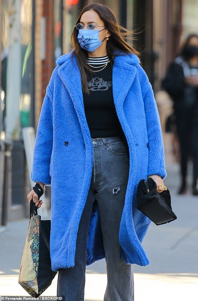 Style: She completed the outfit with a pair of blue lens sunglasses and a blue printed face cover.  Her gorgeous brunette locks were blowing in the cool breeze as she walked down the street, carrying both a tote bag and a black pouch for the walk.