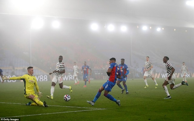Palace went close to stealing victory in the dying moments after Patrick van Aanholt got in behind Aaron Wan-Bissaka