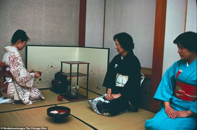 Japanese tea ceremony at the home of Rev. and Mrs. Gyomay M. Kubose, Chicago, Illinois