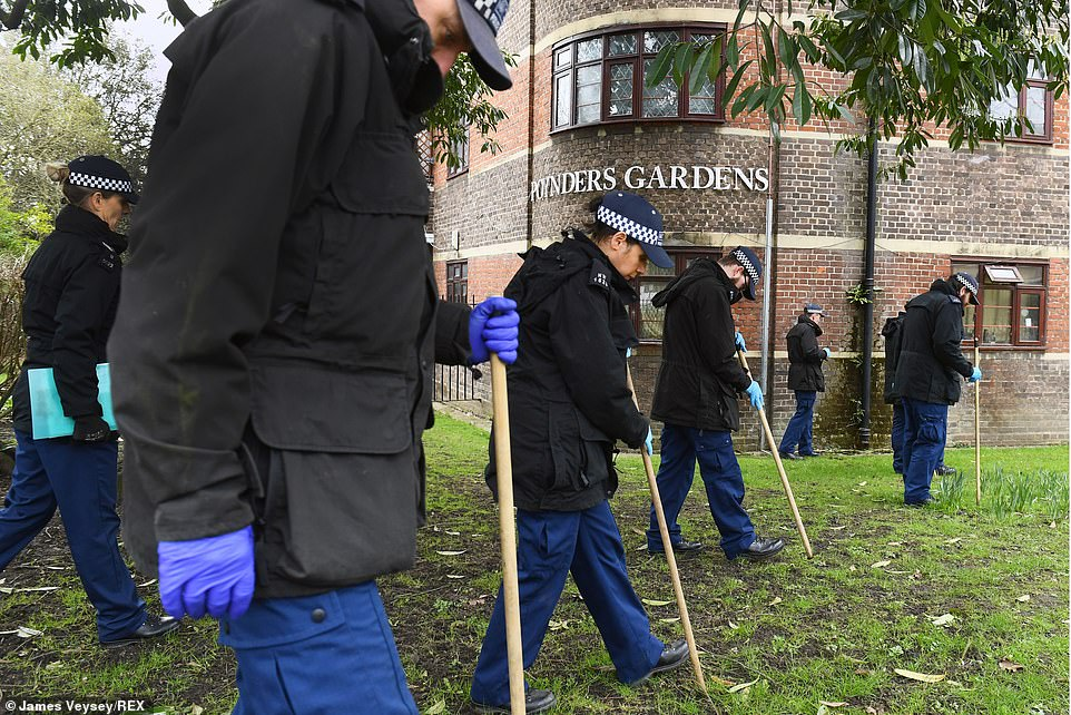 The search continued this morning as officers from were seen searching the grounds ofPoynders Gardens Estate, Clapham