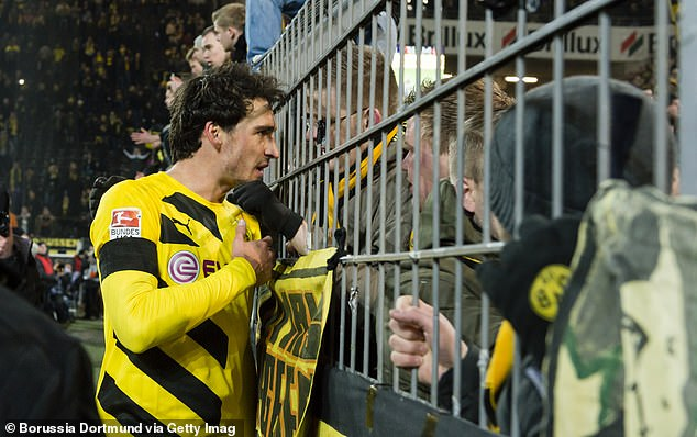Mats Hummels speaks to angry Dortmund fans after a home defeat by Augsburg