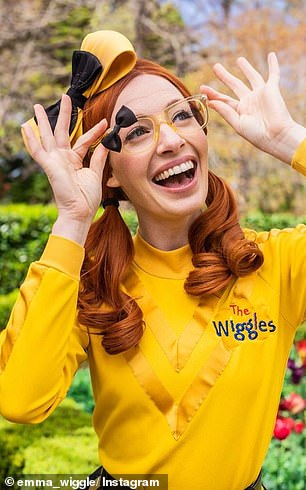 Who is this girl!  The performer ditched her cute look, opting for a steamy makeup palette, which included dark plum lipstick and smoky eyeshadow.  Illustrated in The Wiggles