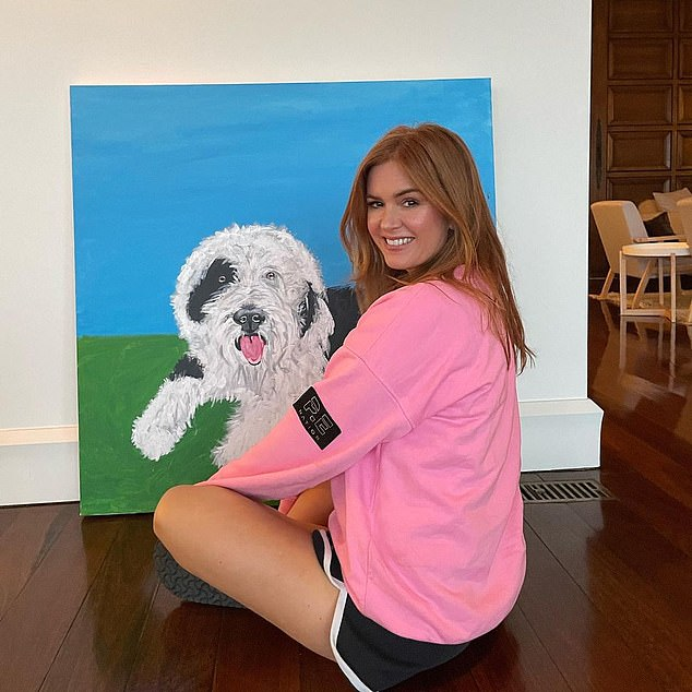 Natural beauty!u00A0Isla Fisher, 45, showed off her youthful complexion as she went makeup free to reveal an incredible painting of her dog Maisy on Monday