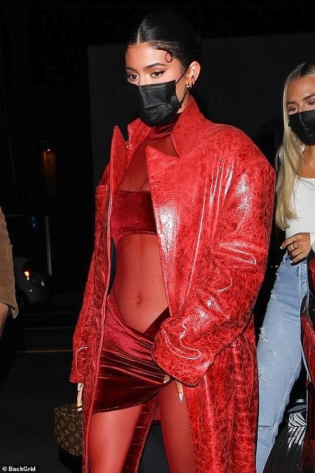 Sous le feu: la sortie de Kylie intervient quelques jours à peine après que le milliardaire ait été critique après avoir demandé à ses abonnés de payer la chirurgie cérébrale d'une maquilleuse après un accident de voiture