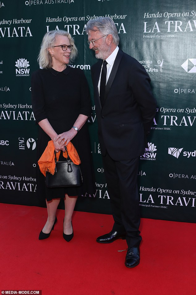 Getting along!However, it appears the pair had either mended fences or are very friendly exes as they posed together on the red carpet on Friday