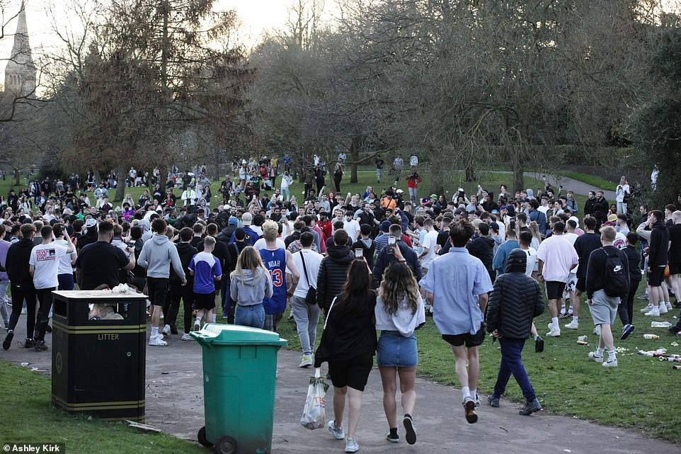 Britons were seen gathering in large numbers at the Arboretum in Nottingham city centre on Monday amid decent weather