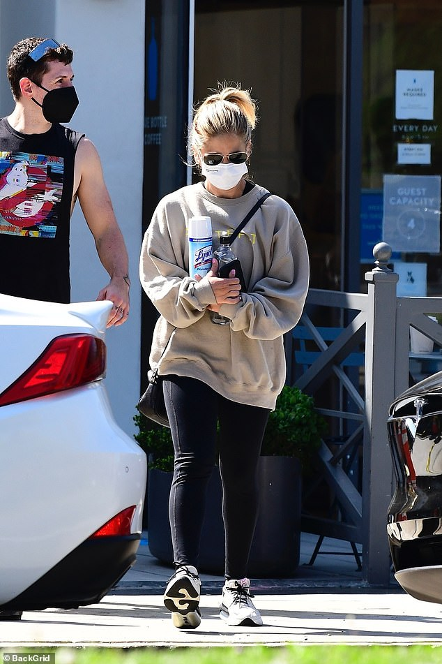 Out and about:Sarah Michelle Gellar safely picked up a few things while running errands in the Brentwood neighborhood of Los Angeles on Tuesday morning