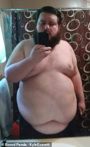 Before his weight loss journey, the man took a picture in the mirror