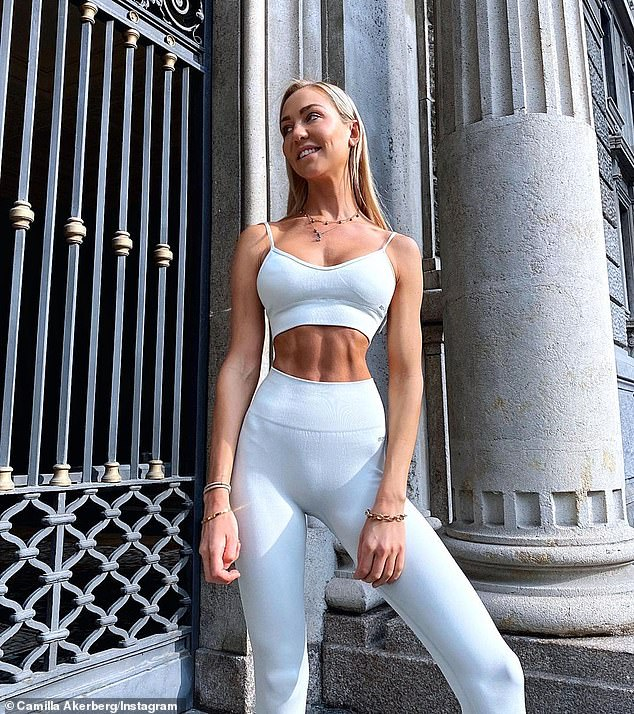 The 30-year-old beauty who is sitting out the corona virus pandemic is Tulum, Mexico revealed the secret behind her rock-hard abs on Instagram before the Easter weekend