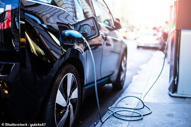 Ha habido un aumento en la demanda de vehículos eléctricos a medida que las personas se vuelven más conscientes del medio ambiente.