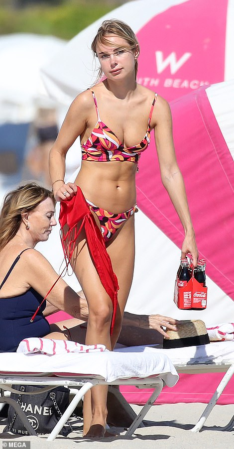 Kimberleywas recently spotted make-up free soaking up the sun in Miami in a skimpy bikini with a funky geometric print