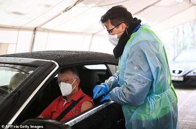 Una de las razones por las que la pandemia de Covid-19 ha provocado una caída tan dramática en la esperanza de vida en Europa debido a la forma en que se calcula la estadística