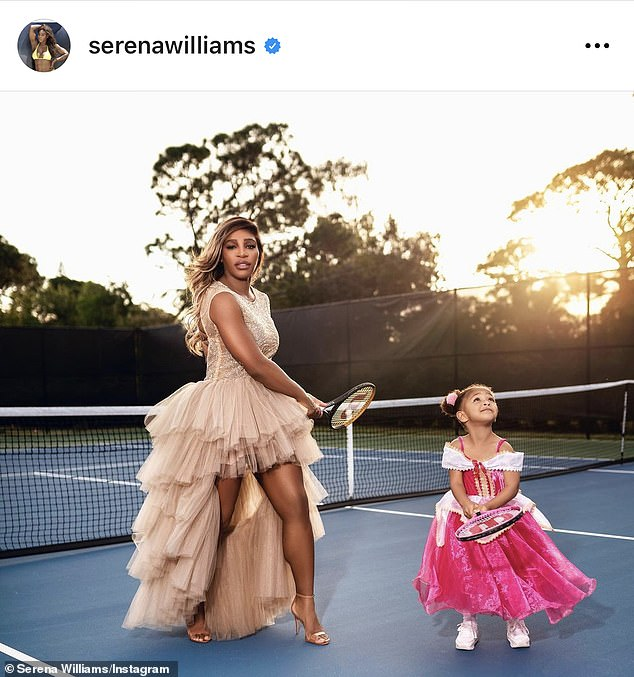 They do everything together: Mommy and her little girl with racquets on the tennis court