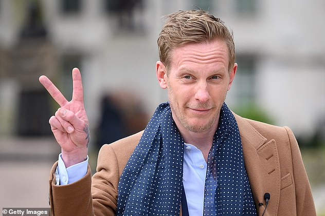 Laurence Fox arrives before launching his radical Covid-related policies in the capital today